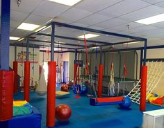 Indoor gyms have grown in popularity over the past several years. These gyms offer parents a place to send their kids for after school programs and give kids a place to play that is safe and secure. Creative Kids Rooms, Cool Kids Rooms, Kids Gym, Exercise For Kids, Childrens Gym, Kids Indoor Playground, Playground Design, Gymnastics Room, Pinterest Diy Crafts