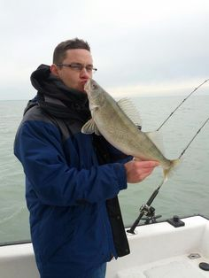 A 39 true love 39 of fishing lake erie walleye report for Clinton lake fishing