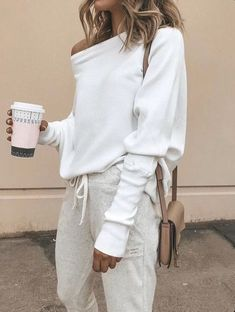 Stay at home in style with this comfy yet chic look Look Fashion, Autumn Fashion, Fashion Tips, Ladies Fashion, Winter Fashion Women, Women Fashion Casual, Feminine Fashion, Fashion Ideas, 50 Fashion