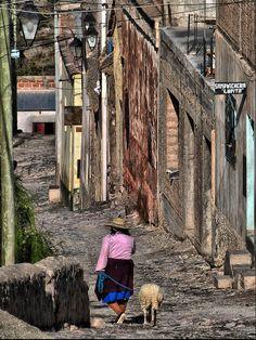 Rua de Iruya, provincia de Salta, Argentina.  Fotografia: Fernando Reis no Flickr.
