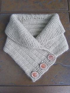 Shawl Collared Cowl pattern by Alana Dakos. Patron payant mais je peux le recopier en le voyant??? http://watersedge.typepad.com/felt_like_knitting/2010/09/