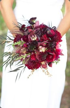 #Burgundy #Wedding … ideas, ideas and more ideas about  HOW TO plan a wedding  ♡ https://itunes.apple.com/au/app/the-gold-wedding-planner/id498112599?mt=8