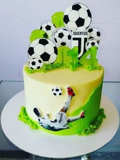 Bolo Sporting, Football Themed Cakes, Soccer Birthday Cakes, Piano Cakes, Fondant Cake Designs, Sport Cakes, Cake Pictures, Cakes For Boys, Sweet Desserts