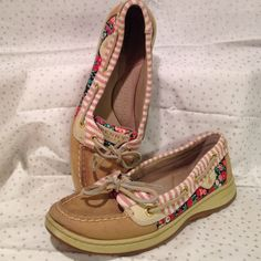 EUC Sperry Top-Sider shoes  EUC Sperry Top-Sider shoes  with a floral design! Size 6.5 (reviews state they fit to size). Super cute and ready for a day out in the sun .  NO BOX & NO TRADES Sperry Top-Sider Shoes Flats & Loafers