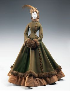 Fur lined 1867 outdoors ensemble. Stunning! #vintage #Victorian #fashion #coat