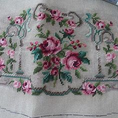 Vtg-Bucilla-Needlepoint-Canvas-Tapestry-Rose-Kit-with-4-Skeins-Black-Wool-21513