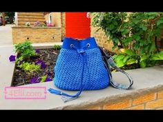 Crochet Back Pack Style Handbag - Grid Stitch (EN). Hello, Im Dimitra Bogri from . and today i am going to show you how to crochet a back pack style handbag with grid stitch! Instructions by write here . Crochet Cushion Cover, Crochet Cushions, Knitting Patterns, Crochet Patterns, Crochet Humor, Funny Crochet, Crochet Shell Stitch, Macrame Bag, Chain Stitch