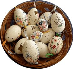 techniques for decorating easter eggs in Bulgaria