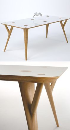 CRYS tafel, een ontwerp van studio Inoda+Sveje uit Milaan. Let op de houten doppen in het midden van de tafel. Daar kunnen computersnoeren doorheen en in het gat past zelfs een vaasje.