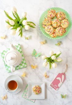 A recipe for lower calorie sugar cookies that are perfect for spring entertaining. Find the recipe here at La Jolla Mom Delicious Cookie Recipes, Holiday Cookie Recipes, Holiday Cookies, Dessert Recipes, Soft Sugar Cookie Recipe, Soft Sugar Cookies, Yummy Cookies, Canned Frosting, Sunday Recipes