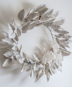 How to make an inexpensive book leaf wreath - Live Creatively Inspired Fabric Flowers, Paper Flowers, Book Crafts, Paper Crafts, How To Age Paper, Crafty Projects, Book Making, Book Pages, Streamers