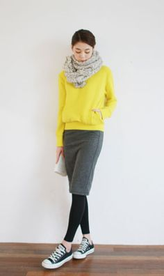 Fall outfit ideas. Yellow sweater. Knitted scarf. Black leggings. Skirt. Converse