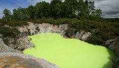ロトルアのナコロ湖(ニュージーランド)