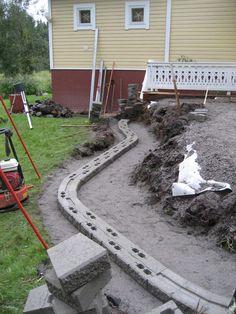 RudusPiha Facebook seurantakohde 2014. Muurikko muurin muoto alkaa hahmottua. http://www.rudus.fi/pihakivet