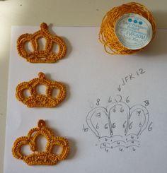 The Craft Garden: Tatting crochet crown - free pattern (original pattern in Dutch) Crochet Crown, Love Crochet, Crochet Motif, Irish Crochet, Diy Crochet, Crochet Crafts, Crochet Flowers, Crochet Projects, Needle Tatting