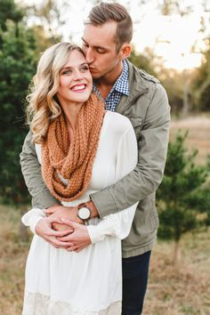 A sweet winter e-sesh: http://www.stylemepretty.com/2014/12/23/holiday-proposal-inspiration-shoot/ | Photography: Lindsey Shea - http://lindseysheaphotography.com/