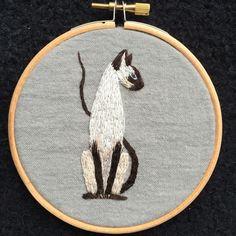 Een persoonlijke favoriet uit mijn Etsy shop https://www.etsy.com/listing/261127125/embroidery-hoop-siamese-cat