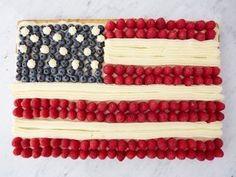 Flag Cake recipe from Ina Garten via Food Network - Vanilla Sheet Cake with Cream Cheese Frosting American Flag Cake, Cake Recipes, Dessert Recipes, Wing Recipes, 4th Of July Desserts, Blue Desserts, Patriotic Desserts, Patriotic Party, Fourth Of July