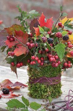 Pin Decor - Just another WordPress site Fall Crafts, Diy And Crafts, Christmas Crafts, Christmas Decorations, Deco Floral, Arte Floral, Floral Design, Fruits Decoration, Fall Flower Arrangements