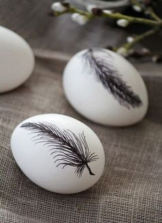 Black And White Easter Eggs Feather Pattern Happy Easter, Easter Bunny, Easter Eggs, Party Vintage, Feather Crafts, Feather Art, Feather Design, Easter Egg Designs, Feather Pattern