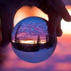 Inspiring image beautiful, glass ball, hand, photography Resolution: Find the image to your taste! Tumblr Photography, Creative Photography, Amazing Photography, Photography Tips, Nature Photography, Hipster Photography, Flower Photography, Photography Courses, Photography Workshops