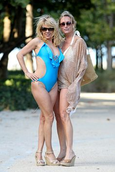 Check out some behind-the-scenes snapshots from Aviva Drescher, Ramona Singer, and Sonja Morgan's jaunt to Miami. Housewives Of New York, Real Housewives, Sexy Older Women, Old Women, Alexandra Daddario Images, Ramona Singer, New York City Photos, Bravo Tv, Beautiful Old Woman