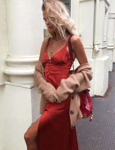 Lady in Red 🌹 in the Isabella Button up Maxi. Passion For Fashion, Love Fashion, What Should I Wear Today, Poses, Aesthetic Fashion, Dress Me Up, Lady In Red, Marie, Casual Dresses