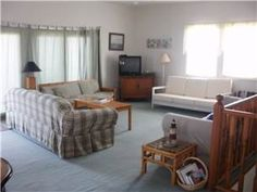 #NetworkVacations Booking a last minute beach rental for the holiday? This three bedroom, two bathroom oceanfront at Carolina Beach, North Carolina is still available! Rental has a big deck and walkway to the beach. #CarolinaBeach