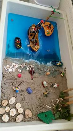 Nice to offer as an independent activity for the sand table theme pirate . Pirate Kids, Pirate Day, Pirate Theme, Pirate Activities, Babysitting Activities, Preschool Activities, Projects For Kids, Crafts For Kids, Sand Table