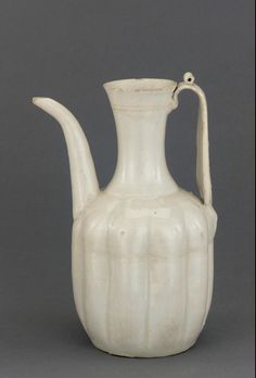 11th-e.12th C. China Export Porcelain Ewer found in Korean tomb.  Qingbai - blue glaze Chinese porcelain was widely exported  all over Asia. made N.Song Dynasty, Jiagnxi Province China