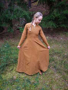 Neulansilmä -- The Eye of the Needle: Viikinkinaisen asukokonaisuus --- My Viking ensemble Iron Age, Whippet, Thor, Vikings, Nerd, High Neck Dress, Sweaters, Finland, Dresses