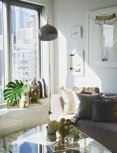 Sala da estar ensolarada. Sunny living room.