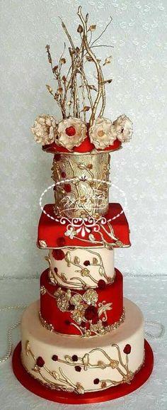 Majestic & Flowery Wedding Cake 1 by Fées Maison (AHMADI) - http://cakesdecor.com/cakes/291780-majestic-flowery-wedding-cake-1
