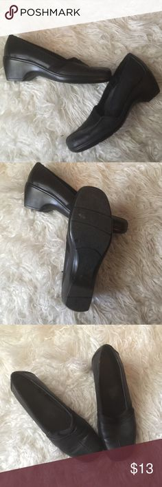 🔷Super comfy shoes us 7.5🔷 Shoes in good condition.  On the last photo you can see inside fabric unglued ripped that is the only damage if we can call it damage. Otherwise shoes are very comfortable inside very soft for people who walk a lot perfect! Spent $25 and get free gift 🎁 Shoes Wedges