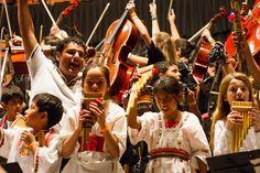 Encuentro Internacional de Orquestas Infantiles y Juveniles en el Luna Park   50 orquestas 20 coros y bailarines folclóricos del país y del exterior reunidos en un encuentro musical único.  Gran Cierre Sinfónico Coral con 2000 jóvenes músicos en el Luna Park y la participación especial de un invitado de lujo:  ANTONIO TARRAGO ROS  A beneficio de la campaña REVIVIENDO MUSICA: colecta solidaria de donación de instrumentos para programas sociales    El 24 de octubre se llevará a cabo en Buenos…