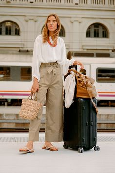 Get ready to see this summer's dreamiest destinations (and cutest outfits) through the eyes of Nuria Val! H M Outfits, Trendy Outfits, Summer Outfits, Fashion Pants, Fashion Outfits, Womens Fashion, Minimalist Fashion Women, Moda Casual, Winter Mode