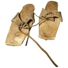 Antique Pattens, rare 18th century overshoes, museum relics c1750 Georgian era Historical Costume, Historical Clothing, 18th Century Clothing, Georgian Era, Old Shoes, Reusable Tote Bags, Museum, Working Class, Leather