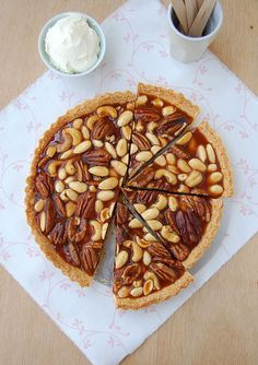 Caramel nut tart with brandy cream / Torta de caramelo e nuts com creme de conhaque by Patricia Scarpin, via Flickr