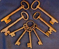 Online veilinghuis Catawiki: Set of 9 old iron keys  - 18 th / 19 th century