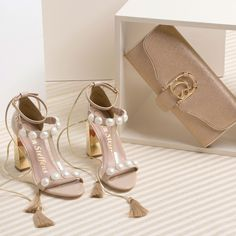 bd37d136f Arremate a sua produção festa com delicadeza e sofisticação! Sapatos  Femininos, Saltos, Delicadeza