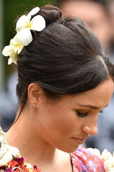 Meghan Markle has great hair and that's a fact. Since joining the royal family, the Duchess of Sussex has tried at all. She's mastered the low chignon (she Ponytail Hairstyles, Straight Hairstyles, Cool Hairstyles, Bridal Hairstyles, Updos, Bad Hair, Hair Day, Meghan Markle Hair, Old Hollywood Waves