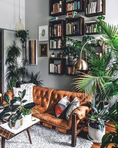 3 Prosperous Cool Ideas: Vintage Home Decor Inspiration Plants french vintage home decor joanna gaines.French Vintage Home Decor Bath vintage home decor antiques patinas.Vintage Home Decor Ideas Retro. Living Room Modern, Home And Living, Living Room Designs, Living Rooms, Living Room No Couch, Living Room With Bookshelves, Living Room Warm Colors, Bedroom With Couch, Living Room Shelving