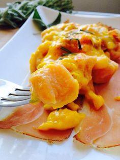 Gnocchi di zucca e patate dolci con crema di gorgonzola zafferano e speck