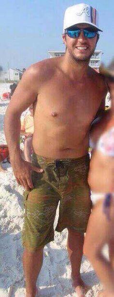 Luke Bryan shirtless? HOLY MOTHER OF PEARL