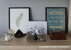 inspiracje w moim mieszkaniu: Aranżacja komody w salonie, w roli głównej plakaty...