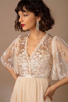 Needle Tea Length Wedding Dress, Perfect Wedding Dress, Bridal Gowns, Wedding Gowns, Civil Wedding, Wedding Hair, Little White Dresses, Unique Dresses, Pretty Dresses