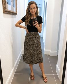 leopard skirt with black bodysuit - old navy haul Casual Teacher Outfit, Cute Teacher Outfits, Teaching Outfits, Cute Teacher Clothes, Teaching Clothes, Teacher Style, Old Navy Outfits, Modest Outfits, Old Navy Dresses