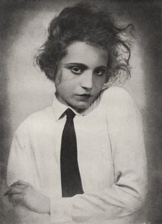 Elizabeth Bergner, 1922  noted as one of the greatest Shakespearean actresses of her time.