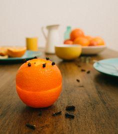 Candelabro y Ambientador de naranja, pineado por www.estrellasdeweb.blogspot.com
