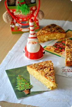 Βσιλοπιτα με μαχλεπι και κακουλε Greek Desserts, Greek Recipes, New Year's Cake, Christmas Cookies, Waffles, Cake Recipes, Caramel, Cooking Recipes, Sweets